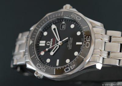 Omega-Seamaster-Diver-300M-zwart-3