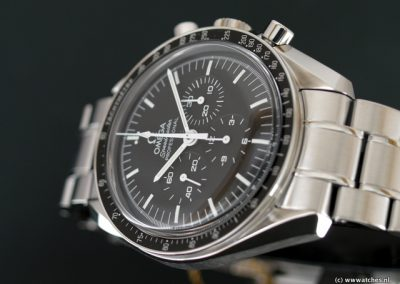 Omega-Speedmaster-Moonwatch-Professional-3
