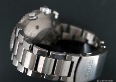Oris-Aquis-Titan-Chronograph-2